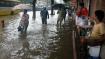 করোনা আবহে বৃষ্টিতে ভাসছে মুম্বই, লাল সতর্কতা জারি বাণিজ্য নগরীতে