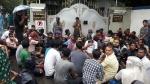 বসিরহাটে বিদ্যুৎপৃষ্ট হয়ে মৃত্যু প্রৌঢ়ার, প্রতিবাদে মহকুমা শাসকের দফতরের বাইরে ধরনা