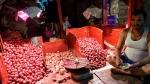 পিঁয়াজের দাম আকাশ ছুঁয়েছে, মমতার উদ্যোগে ৫৯ টাকায় পিঁয়াজ এবার রেশনে