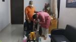 'দাদা'কে পায়ে হাত দিয়ে প্রণাম, বিজয়া সেরে বার্তা দিলেন সৌমিত্র! মুকুল রায়ের অবস্থান নিয়ে জল্পনা