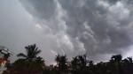 নিম্নচাপ ঘনিয়ে আসার আগে তাপমাত্রা বৃদ্ধি,  কলকাতা-সহ ১০ জেলায় জারি ভারী বৃষ্টির সতর্কতা