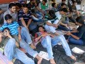 এসএসসি প্রার্থীদের অনশন ৩৬ দিনে, তবু নুইতে নারাজ রাজ্য