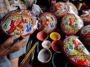 লক্ষ্মীপুজোর দিনে এমন কিছু কাজ যা নিয়ে বাঙালি বরাবরই আবেগপ্রবণ