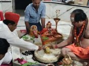 শিবভক্ত মহম্মদ! রাজস্থানের মুসলিম মন্ত্রীমশাইয়ের মন্দিরে পুজোর ছবি মুহূর্তে ভাইরাল