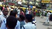 উল্টোডাঙ্গায় অবরোধে অটোচালকেরা, পুজোর মধ্যে সমস্যায় পথচলতি মানুষ