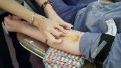 রক্তের আকাল, বনগাঁয় চিকিৎসকের ডাকে সাড়া দিয়ে রক্ত দিলেন এলাকাবাসী