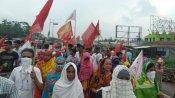 বসিরহাটে বেহাল নিকাশি ব্যবস্থার অভিযোগে রাস্তা কেটে অবরোধ স্থানীয় বাসিন্দাদের