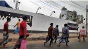 লকডাউন: দ্বিতীয় দিনে ঢাকার রাস্তায় লোক চলাচল বেড়েছে