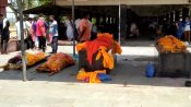 রাত ২টো পর্যন্ত জ্বলছে চিতা, কোভিড দেহর চাপ সামলাতে বেঙ্গালুরু শ্মশানে টোকেন পদ্ধতি