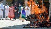কোভিড দেহের ভিড়ে নাজেহাল কর্মীরা, অপর্যাপ্ত পিপিই কিট নিয়ে দাহ কাজ চলছে বেঙ্গালুরুর শ্মশানে