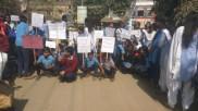 বসিরহাটের স্কুলে সরস্বতী পূজার দাবিতে পথ অবরোধ ছাত্র ছাত্রীদের