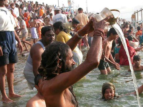 মোক্ষলাভের আশায় মকর সংক্রান্তিতে পুণ্যার্থীদের স্রোত মিশে গেল সাগরসঙ্গমের পুণ্যস্নানে