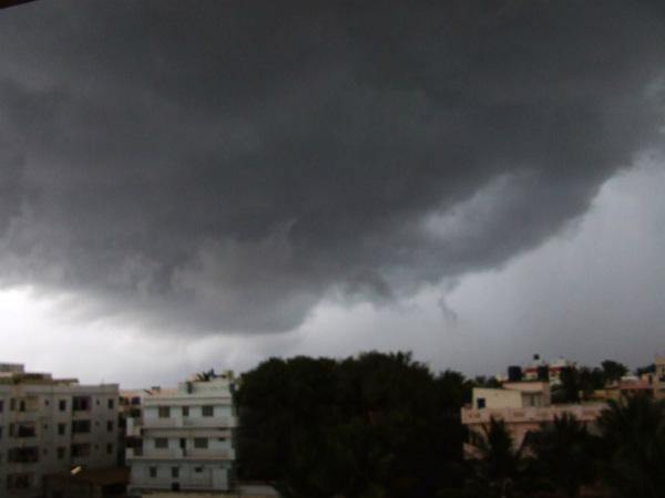 দু'দিনের প্রচণ্ড দাবদাহের পর হালকা বৃষ্টি দক্ষিণবঙ্গে, আজ কলকাতায় বৃষ্টির সম্ভাবনা
