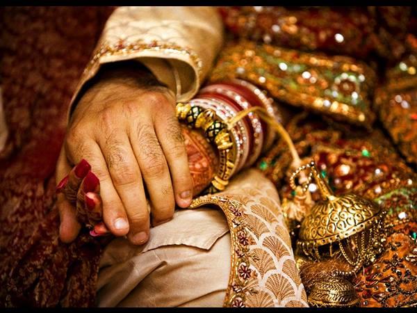 অারও পড়ুন:['ওয়ান নাইট স্ট্যান্ড' ও বিবাহ বহিভূর্ত সন্তান প্রসঙ্গে হাইকোর্টের গুরুত্বপূর্ণ বার্তা]