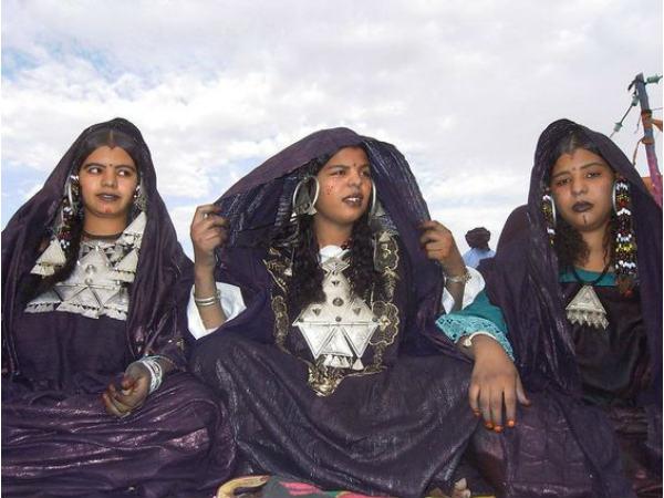 এই জায়গায় বিবাহ বিচ্ছেদের পর স্বামীকে বের করে দেন মহিলারা,কাপড়ে মুখ ঢেকে চলেন পুরুষরা