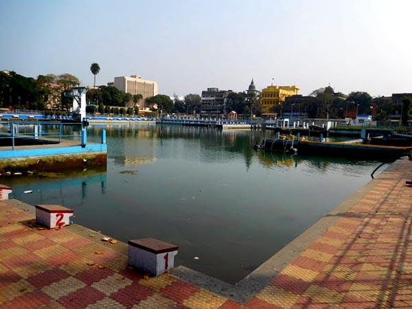 কলেজ স্কোয়ার সুইমিং পুলে অবৈধ কাঠামো, মেয়র পারিষদের মন্তব্যে বিতর্ক