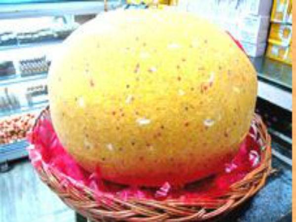 গণেশ চতুর্থীতে বিশেষ আকর্যণ, ৫০ কেজির লাড্ডু চন্দননগরের সূর্য মোদকের