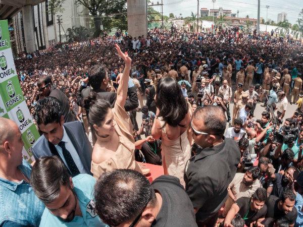 কেরলে গেলেন সানি লিওন, ১০০ জন বিরুদ্ধে দায়ের হল মামলা, আসল ঘটনাটা কী