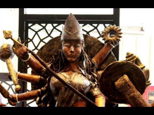 পুজোতে প্যান্ডেল হপিং-এর মাঝে দেখে নিতে পারেন এই চকোলেটের দুর্গা