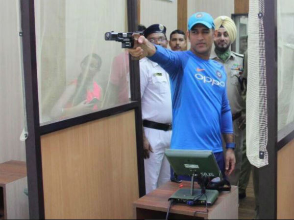 Ms Dhoni Practices With Pistol Kolkata Police Training School
