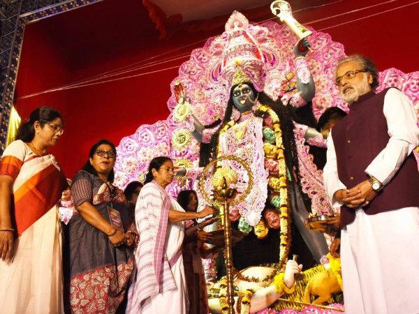 হরেক পুজোর উদ্বোধনে মুখ্যমন্ত্রী মমতা, টুইটারে জানালেন দীপাবলির শুভেচ্ছাও