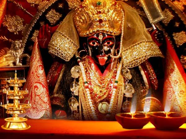 কালীপুজোয় 'মা ভবতারিণী' বাড়ির মেয়ে রূপে সুসজ্জিতা, মঙ্গলারতিই আকর্ষণ দক্ষিণশ্বরে