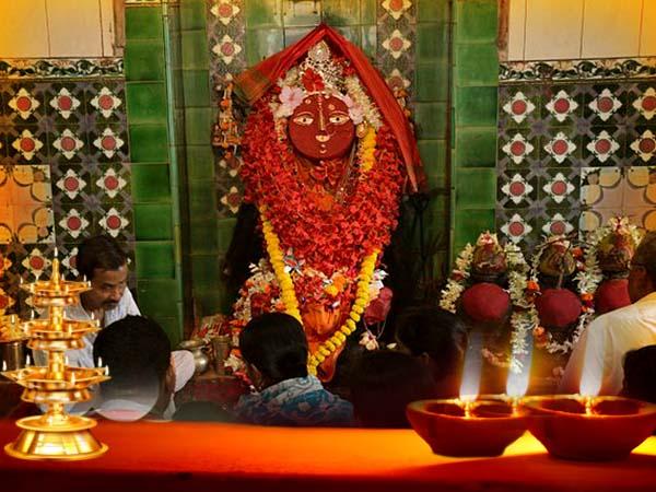 অদ্ভুত মিল দুই চণ্ডীতলার, মেলাইচণ্ডী-মাকড়চণ্ডী মন্দির ঘিরে কালী আরাধনায় মাতে ভক্তকুল