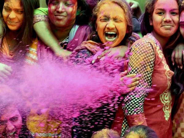 কুর্নিশ নারীবাদকে! ২০১৭-র 'ওয়ার্ড অব দ্য ইয়ার' নির্বাচিত হল এই শব্দটি,সৌজন্যে মেরিয়াম ওয়েবস্টার