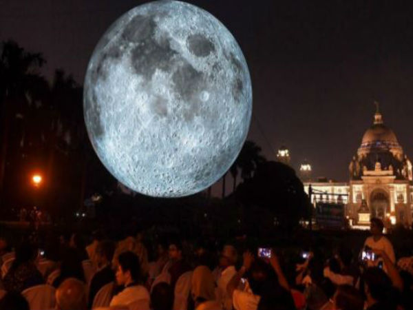 Moon Has Descended On The Lawns Victoria Memorial