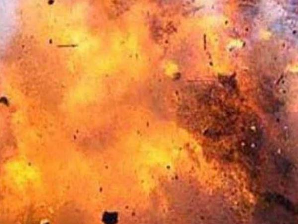 পদ্মপুকুরের মাঠে হঠাৎই বিস্ফোরণ! আহত একাধিক ছাত্র, কী বলছে পুলিশ