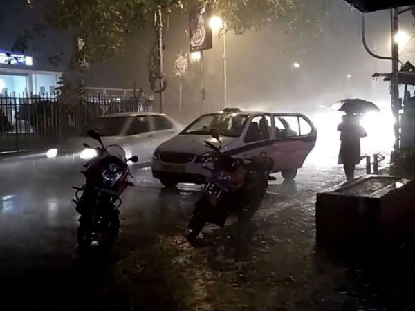 Strom With 60 Km Speed And Rain Has Broken Down In Kolkata