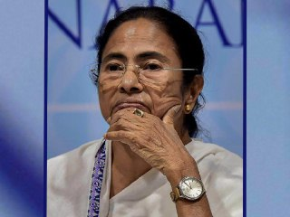 Mamata Banerjee wants to play digital game to win 2019 Loksabha Election. Mamata's target is at least 10 percent vote from social media campaigning