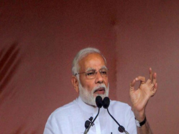 Pm Narendra Modi Criticised Congress As Asking Which Hand Made Rupee Value Only 15 Paise