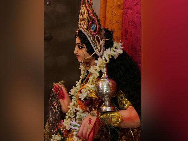 করোনা আবহে জৌলুসহীন মালদার কোঠাবাড়ির ১০০ বছরের পুরনো লক্ষ্মী পুজো