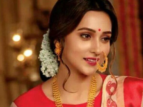 Bengali Actress Mimi Chakraborty Wishes Happy Saptami All