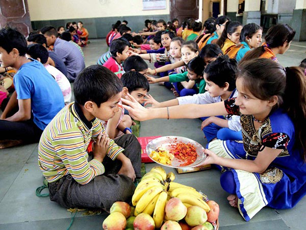 Before Bhai Dooj Know How Strengthen Family Bonding According To Vastu Shastra
