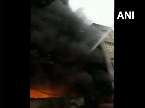 Fire Breaks In Factory At Bawana Industrial Area Delhi 22 Fire Tenders At The Spot