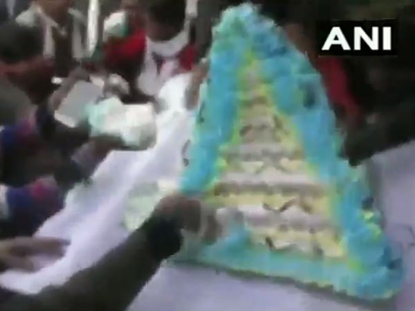 People Loot Cake During An Event Amroha On Bsp Chief Mayawati S 63rd Birthday Today