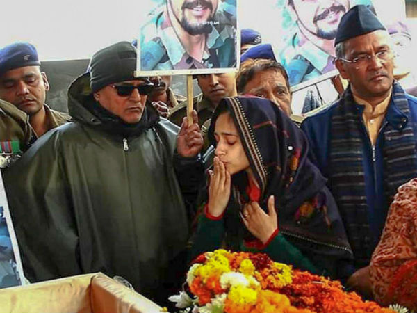 Wife Gives Lovable Message His Martyr Husband S Last Rites