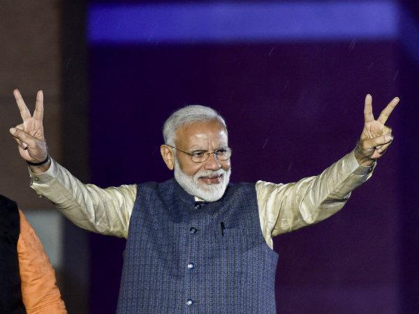নরেন্দ্র মোদী এর আগে গুজরাতে জয়ের হ্যাট্রিক করেছেন ; নির্বাচনী রাজনীতি গুলে খেয়েছেন