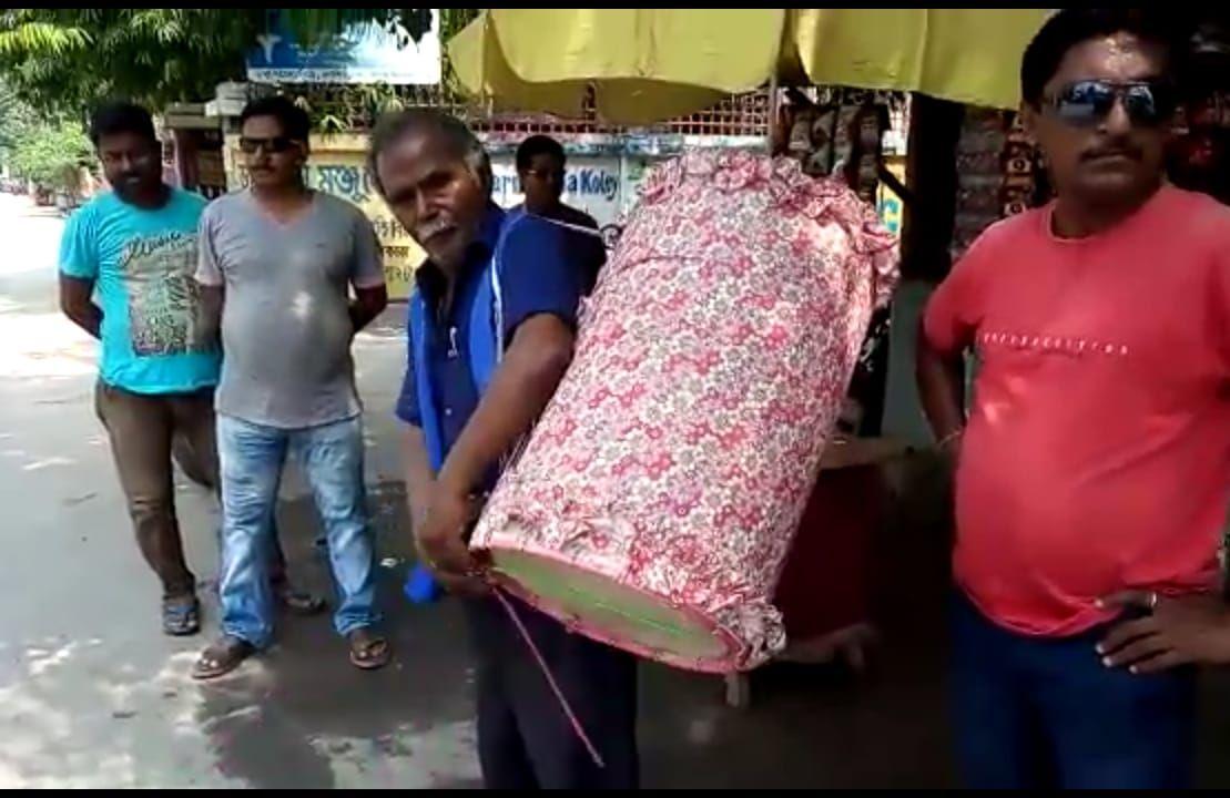 ঢাক বাজিয়ে অভিনব ডেঙ্গু বিরোধী প্রচারে কালিয়াগঞ্জ পুরসভা