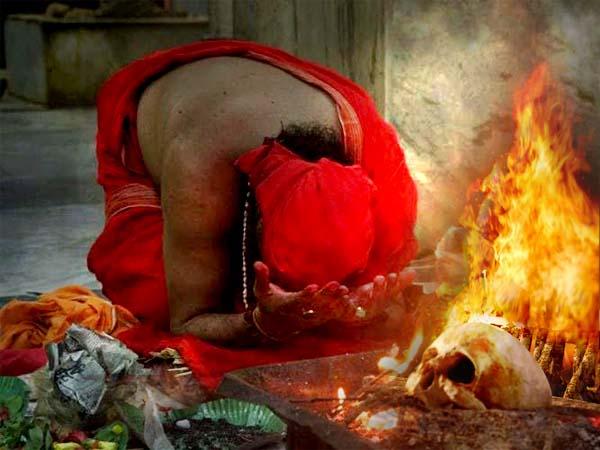 তান্ত্রিকের সঙ্গে যৌন সংসর্গে লিপ্ত হতে হবে স্ত্রীকে! স্বামীর অদ্ভুত 'আবদারে'র পর যা ঘটল