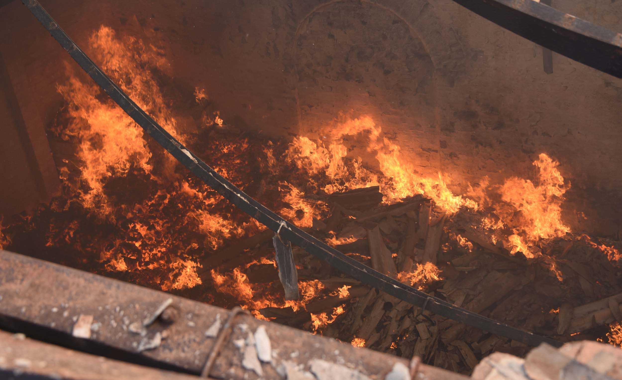 বিধ্বংসী আগুন বিএসএনএল সার্ভার রুমে, কালো ধোঁয়ায় ছেয়েছে এলাকা