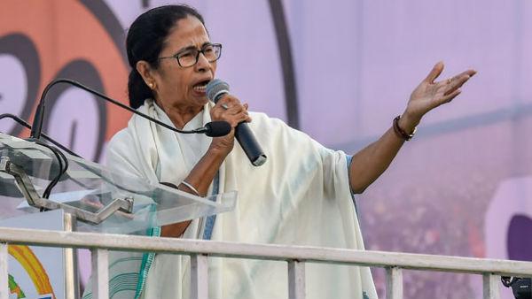 ২১-এর মঞ্চে বোঝা গেল প্রশান্ত কিশোরের পরিকল্পনা! 'নতুন' বক্তৃতা মমতার