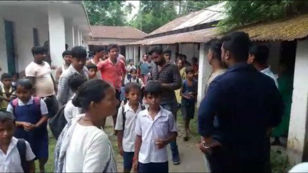 রায়গঞ্জে মিড ডে মিল বিতর্ক, শিক্ষকদের বের করে স্কুলে তালা অভিভাবকদের