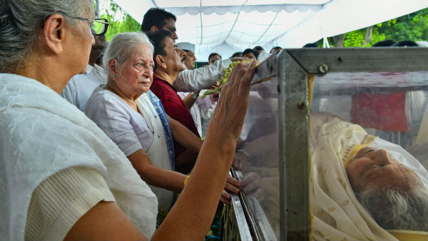 পূর্ণ রাষ্ট্রীয় মর্যাদায় শেষকৃত্য দিল্লির প্রাক্তন মুখ্যমন্ত্রী শীলা দীক্ষিতের