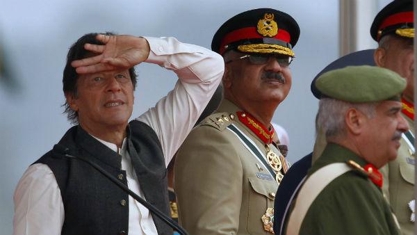 'পাকিস্তান আইসিইউতে, কাশ্মীরের কথা ভাবা ছাড়ুন ইমরান', হুঙ্কার শিবসেনার