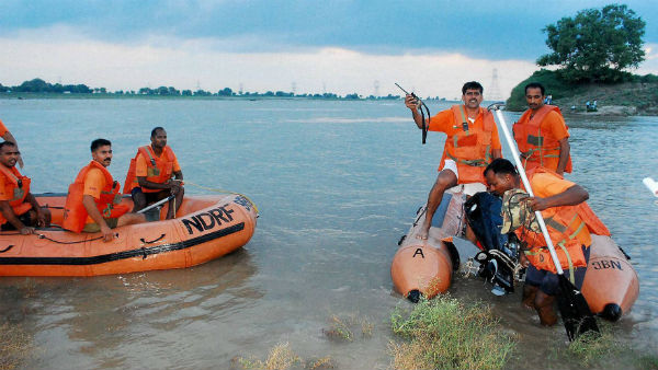 পর্যটক বোঝাই নৌকা উল্টে গেল গোদাবরী নদীতে, উদ্ধারে বিপর্যয় মোকাবিলা বাহিনী