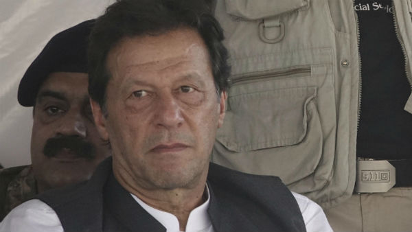 নিজের দেশেই চূড়ান্ত বেইজ্জত, ইমরানকে 'কাশ্মীর বনেগা পাকিস্তান' স্লোগানে স্বাগত মুজফফরাবাদে
