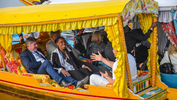 <br>কাশ্মীরে অশান্তির মধ্যেই ইইউ প্রতিনিধি দল উপত্যকায় এসে ডাল লেকে শিকারা ভ্রমণ করলেন